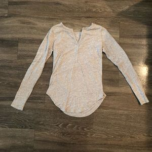Gap v neck long sleeve tee